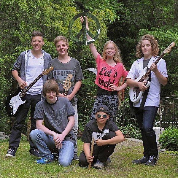Die 6 Mitglieder der Schülerband Noone aus Löhneberg
